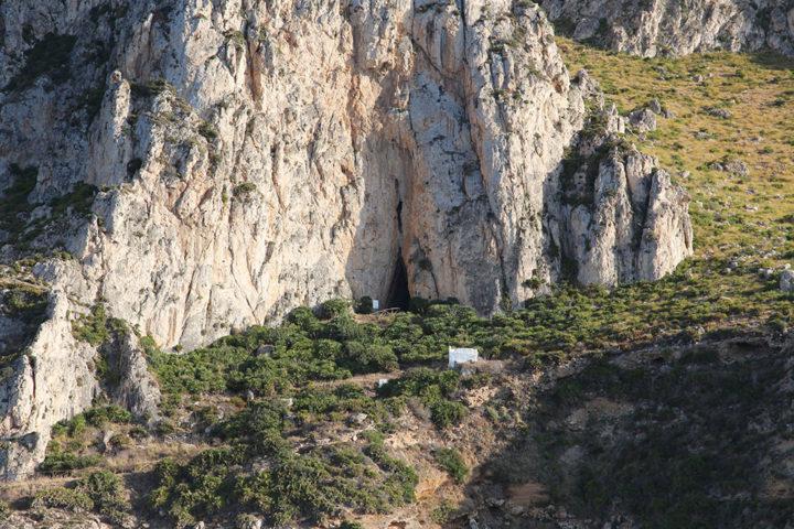 La Grotta e la Cappella del Crocifisso
