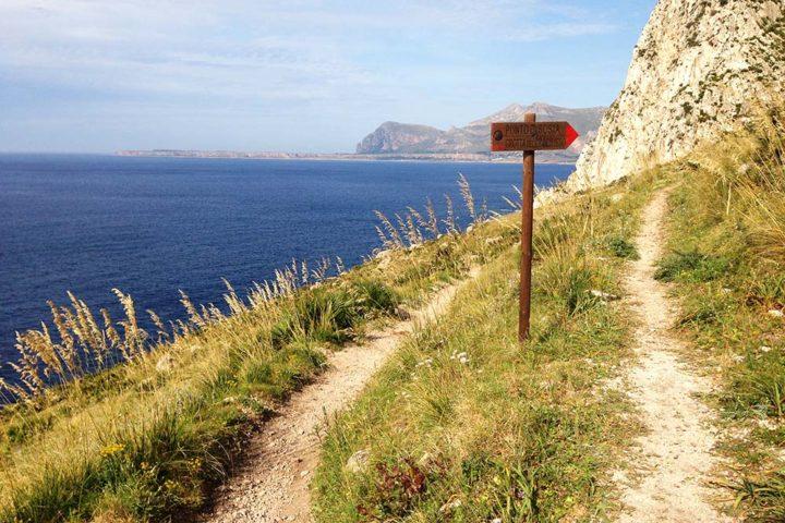 Sentiero per la grotta del Crocifisso